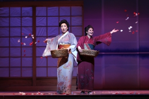 MB & Suzuki throwing flower petals - Phots by Sam Garcia